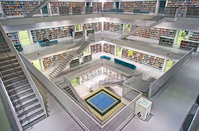 Schody w bibliotece