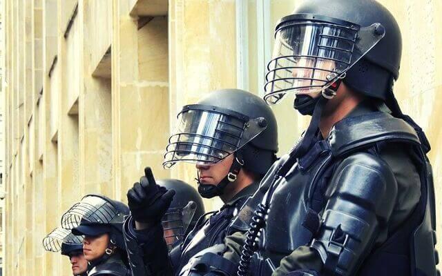 Ochrona arkusza. Uzbrojeni ochroniarze